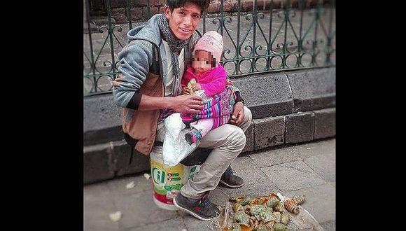 Padre vende tunas con su bebé en brazos e inspira a muchos en Facebook (FOTO)