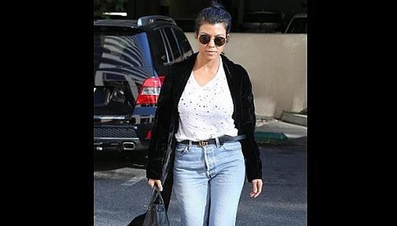 Street Style: Kourtney Kardashian sabe cómo lucir un par de jeans