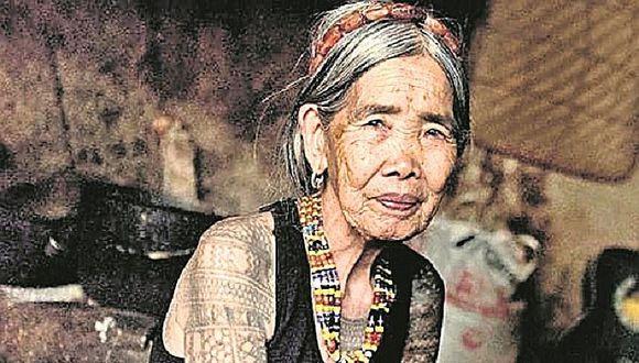Los mejores tatuajes del mundo lo hace una mujer centenaria en Filipinas (VIDEO)