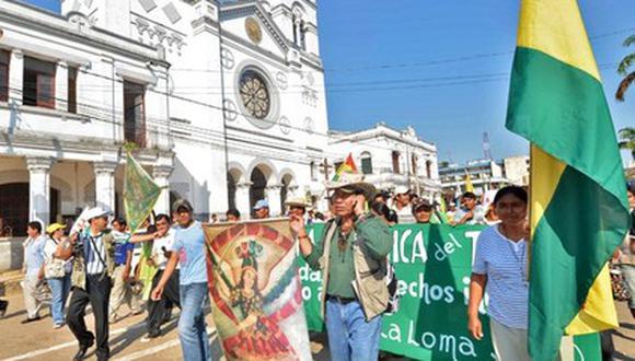 Indígenas toman como rehén a canciller de Evo Morales
