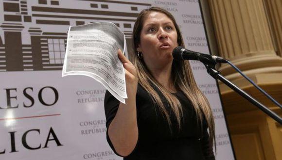 Yeni Vilcatoma pidió a la fiscal Zoraida Ávalos que verifique que no dejan al Congreso cumplir sus labores. (Foto: GEC)