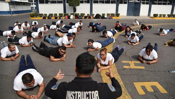 Los agentes están recibiendo un plan de ejercicios y programa de nutrición. (Foto: AFP)