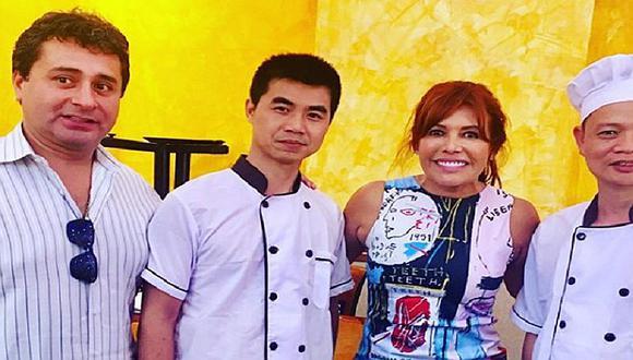 """Magaly Medina visita chifa """"Asia"""" de Independencia con su esposo"""