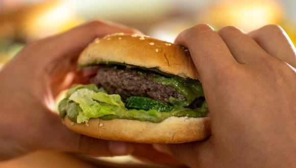 Esta situación fue denunciada por la comensal el domingo a través de las redes sociales, en donde compartió unas fotografías de la hamburguesa y el dedo que encontró. De inmediato la información se viralizó. (Foto referencial: Pixabay)