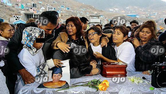 Incendio en Las Malvinas: el último adiós a Jorge Huamán, uno de los jóvenes trabajadores (FOTOS)