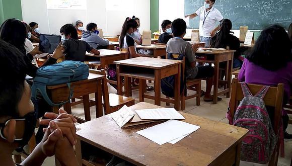 El retorno a las clases semipresenciales, como lo ha señalado el Minedu, será progresivo y dependerá de cada institución educativa, que deberá contar con el aval –sobre todo– de los padres de familia (Foto: Andina)