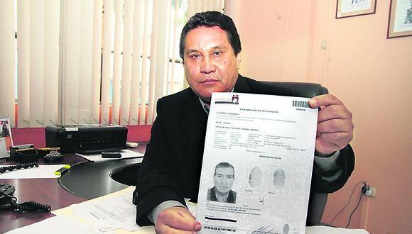 Carlos Burgos bajo amenaza de muerte