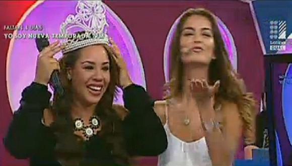 Mirella Paz es coronada por Laura Spoya a su peculiar estilo