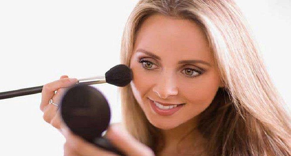¿Cómo maquillarte a los 40? 10 consejos a tomar en cuenta