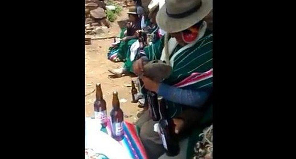 Abre botellas de cerveza con ojotas y video se viraliza en redes (VIDEO)