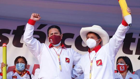 Vladimir Cerrón y Pedro Castillo en un abrazo durante la campaña electoral. (Foto: Perú Libre)