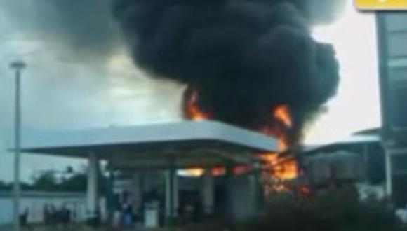 Voraz incendio consume grifo en Puerto Maldonado (VIDEO)