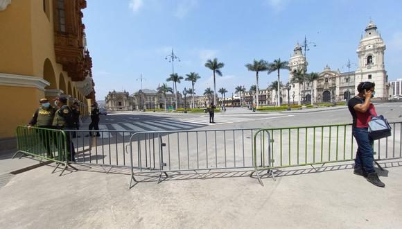 Las rejas colocadas en la Plaza Mayor de Lima. (Foto: Trini Valderrama)