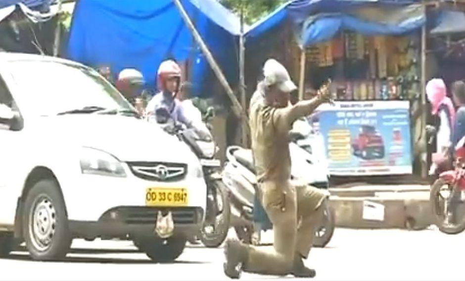 El singular baile de un policía de tránsito que divierte a las redes sociales (VIDEO)
