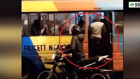 Un grupo de pasajeros de una coaster de transporte público fueron asaltados por delincuentes en SMP. (Video: América Noticias)