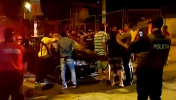 Un grupo de barristas del equipo de fútbol Universitario habría provocado la gresca. (Foto: Captura/América Noticias)