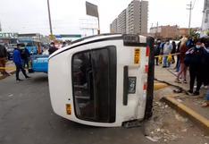 SMP: dos muertos y 10 heridos dejó combi que invadió vereda y embistió a peatones en paradero