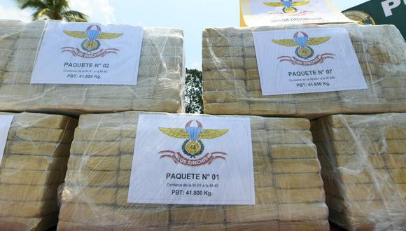 Ayacucho: en el interior de una camioneta, los agentes policiales hallaron 10 sacos con los 421 kilos de alcaloide de cocaína. (Foto: Mininter)