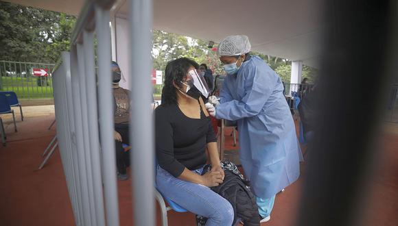 En Perú se aplican dos dosis para completar vacunación contra el COVID-19.  (Foto: Jorge Cerdan / GEC)