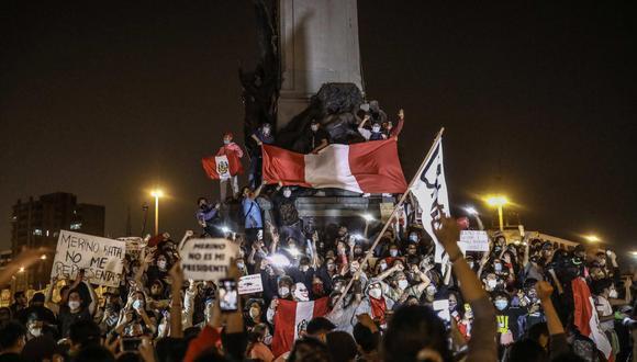 Las marchas nacionales empezaron el lunes 9 y se prolongaron hasta el domingo, con la salida de Merino del poder. (Foto: EFE/ Aldair Mejía)