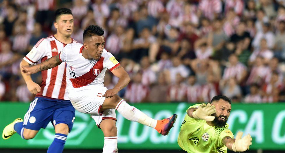 Una escena que jamás se olvidará del último triunfo peruano ante Paraguay: el gol de Christian Cueva. (Foto: AFP)