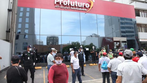 Para el procedimiento del retiro de sus fondos, los afiliados tendrán que presentar una solicitud. (Foto: Andina)