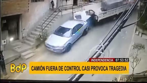 Este es el preciso momento en que el mototaxi es embestido por un camión en una pendiente de la avenida Dos de Marzo. (Foto: Buenos Días Perú)