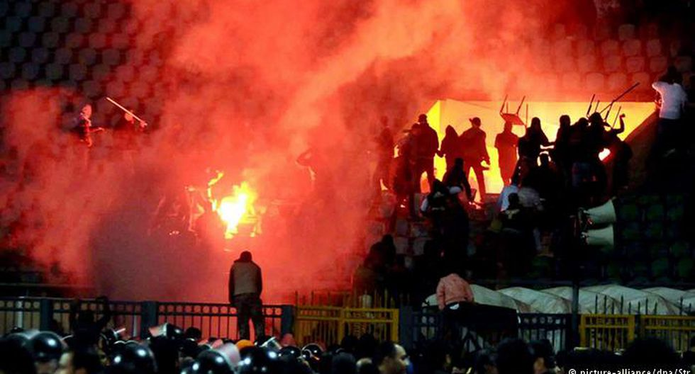 Pena de muerte para 11 hinchas de fútbol por disturbios