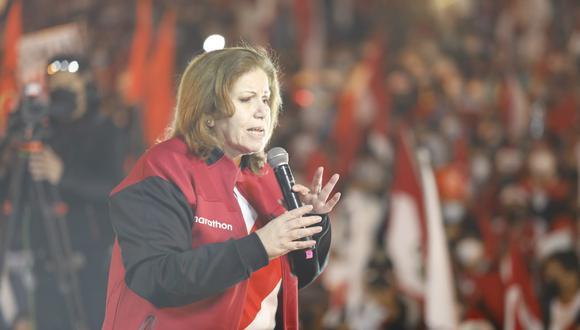 La expresidenta del Partido Popular Cristiano (PPC) Lourdes Flores Nano sufrió el robo de su celular tras mitin a favor de Fuerza Popular. (Foto: GEC)