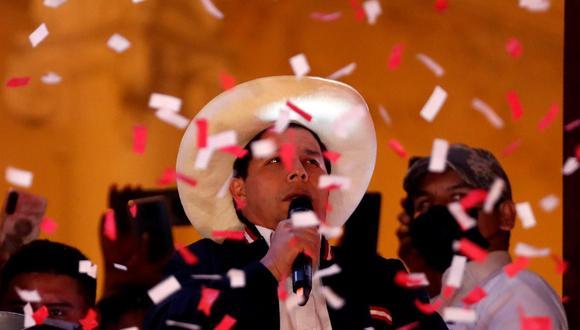 Pedro Castillo juramenta en Palacio de Gobierno como nuevo Presidente de la República del Perú para el periodo 2021 - 2026. Foto: EFE / Paolo Aguilar.