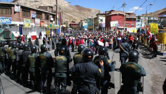 La Oroya: Carretera Central bloqueada por mineros