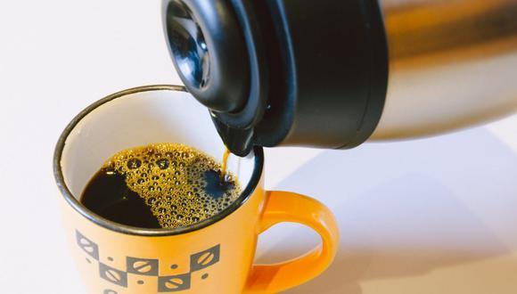 El termo mantiene tus bebidas favoritas a la temperatura adecuada durante largas horas, pero siempre debes limpiarlo. (Foto: Kaffeetastisch / Pixabay)