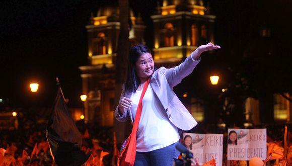 TRUJILLO 1 DE JUNIO DEL 2011Candidata Keiko Fujimori en mitin en Trujillo. La acompaña su esposo Mark VitoFOTO LINO CHIPANA EL COMERCIO