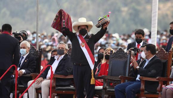 Pedro Castillo juró simbólicamente en la Pampa de Ayacucho. (Foto: Alessandro Currarino / @photo.gec)