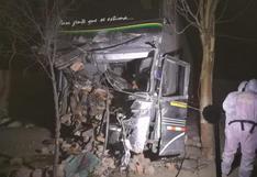 Dos personas pierden la vida tras choque de bus interprovincial y camioneta en Ica