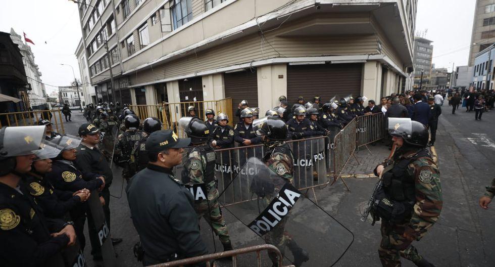 El contingente de la Dinoes entró hasta la Plaza Bolívar ubicada frente al Congreso. (Foto: GEC)