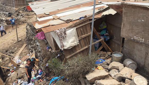 Chosica: mujer y su bebé recién nacido mueren tras caer roca en su casa (FOTOS y VIDEO)