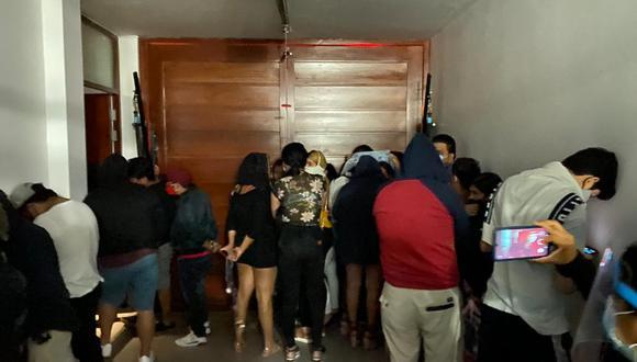 Chiclayo: operativo en bares y viviendas sorprendió a 200 personas festejando en plena pandemia