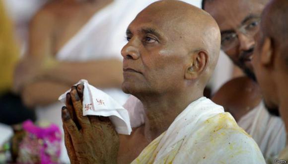 India: Millonario renuncia a su fortuna para ser monje