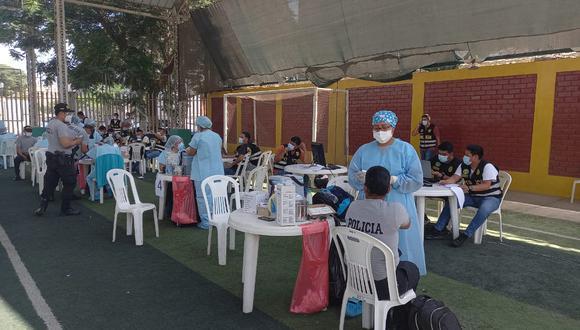 Ica: A más tardar la primera semana de mayo se concluirá la inmunización de efectivos policiales en la región, estimó el coronel PNP Marlon Anticona Julca. (Foto: GEC)