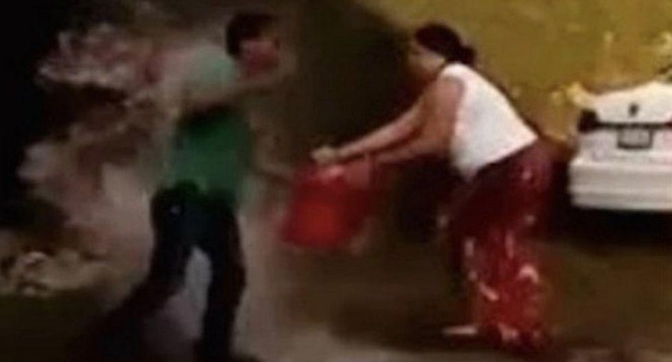 Mujer quema vivo a esposo  y lo acusa de violar de su hijo (FOTOS)