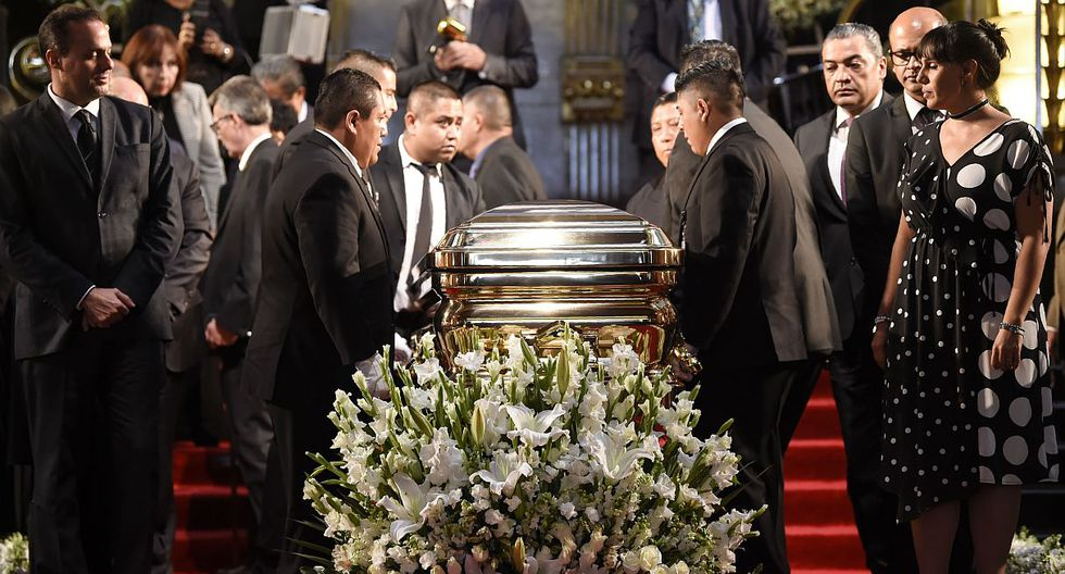 The coffin of late Mexican singing legend Jose Jose is prepared for a tribute at the Fine Arts Palace in Mexico City on October 9, 2019. - The popular velvety-voiced Mexican crooner died September 28 in Miami, aged 71, after a long battle against pancreatic cancer. Over a 55-year career, he became one of the most successful performers in the Spanish-speaking world, selling more than 100 million albums and receiving multiple Grammy nominations. (Photo by Alfredo ESTRELLA / AFP)