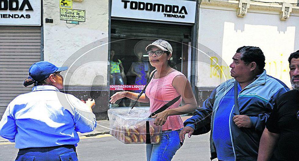 Venezolanos que vendían arepas en Jirón de la Unión fueron retirados