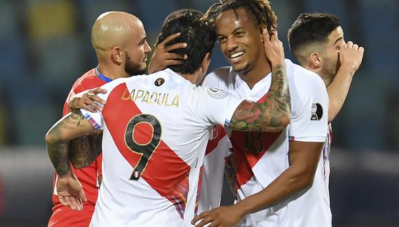 Peru's Gianluca Lapadula (L) celebrates with teammate Andre Carrillo after scoring his second goal against Paraguay during their Conmebol 2021 Copa America football tournament quarter-final match at the Olympic Stadium in Goiania, Brazil, on July 2, 2021. (Photo by DOUGLAS MAGNO / AFP)