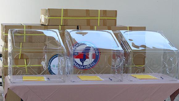 Arzobispado hizo entrega de ventiladores mecánicos y cajas protectoras a hospitales (Foto: Arzobispado de Piura).