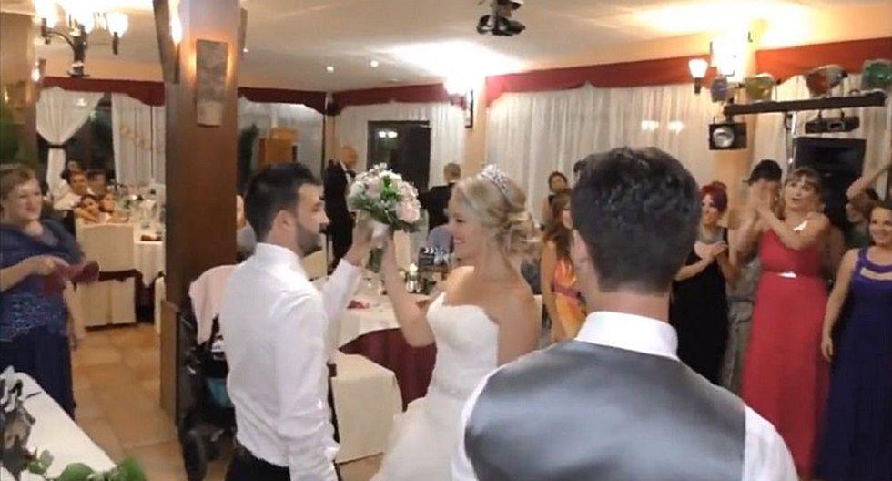Hombre cogió el bouquet en boda para dar la más hermosa de las sorpresas (VIDEO)
