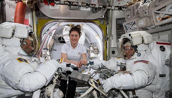 NASA explica papelón al cancelar el primer paseo espacial femenino