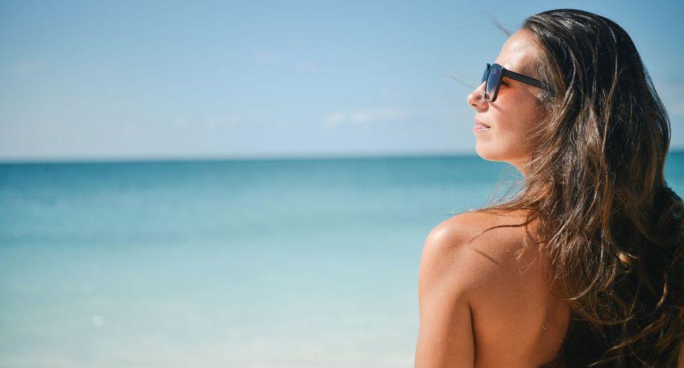 Piel saludable en el verano: Agua, betacaroteno y vitaminas del complejo B y C | canva.com