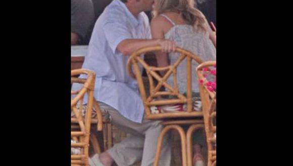 Captan a Jennifer Aniston y a Adam Sandler besándose a escondidas