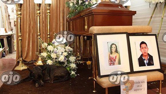 Costa Verde: perrita no se separa de ataúd de sus amos muertos en accidente (FOTOS)